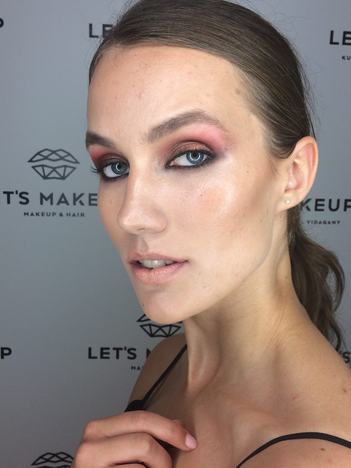Modelo maquillada por Ika Sánchez